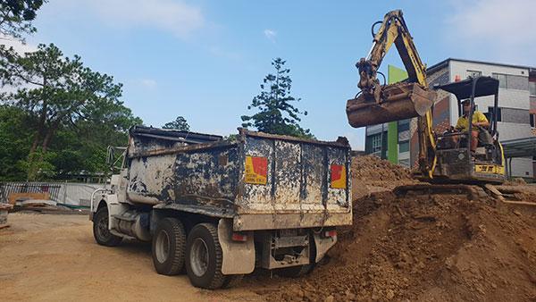 Relient-Civil-Excavator-and-Tipper-Truck-Brisbane