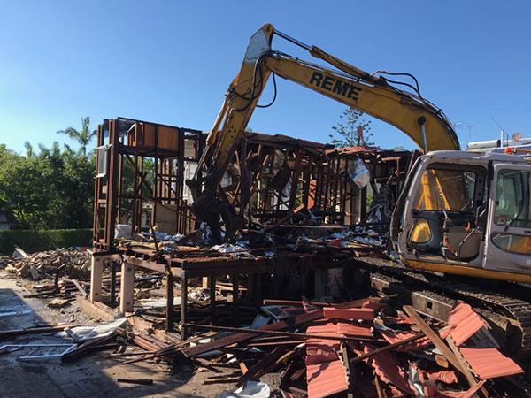 Relient-Civil-Excavator-demolishing-building-Brisbane