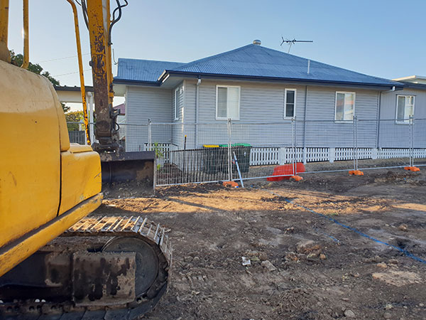 Relient-Civil-Excavator-on-Site-Clearing-Site-Brisbane