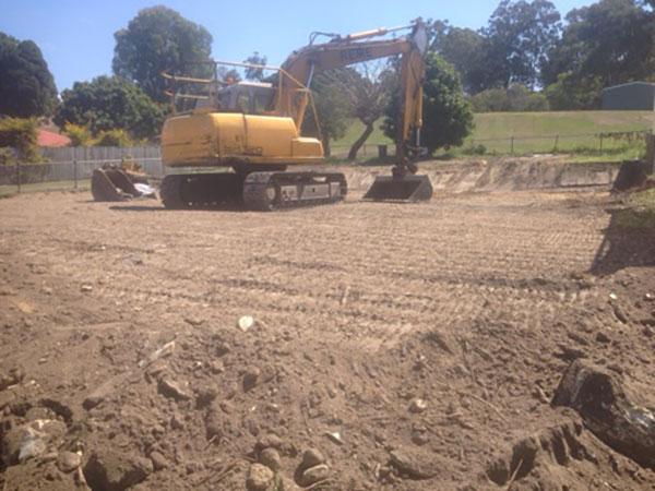 Relient-Civil-Excavator-with-exchangable-buckets-Brisbane