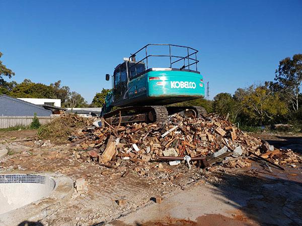 Relient-Civil-Kobleco-Excavator-Brisbane