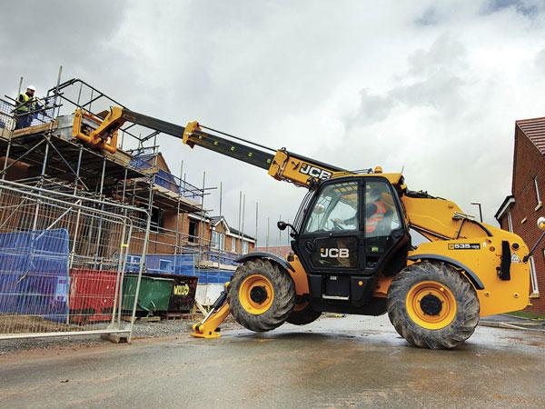 Revolution-Forklifts-Forklift-Hire-Forklift-Servicing-vertical-forklift