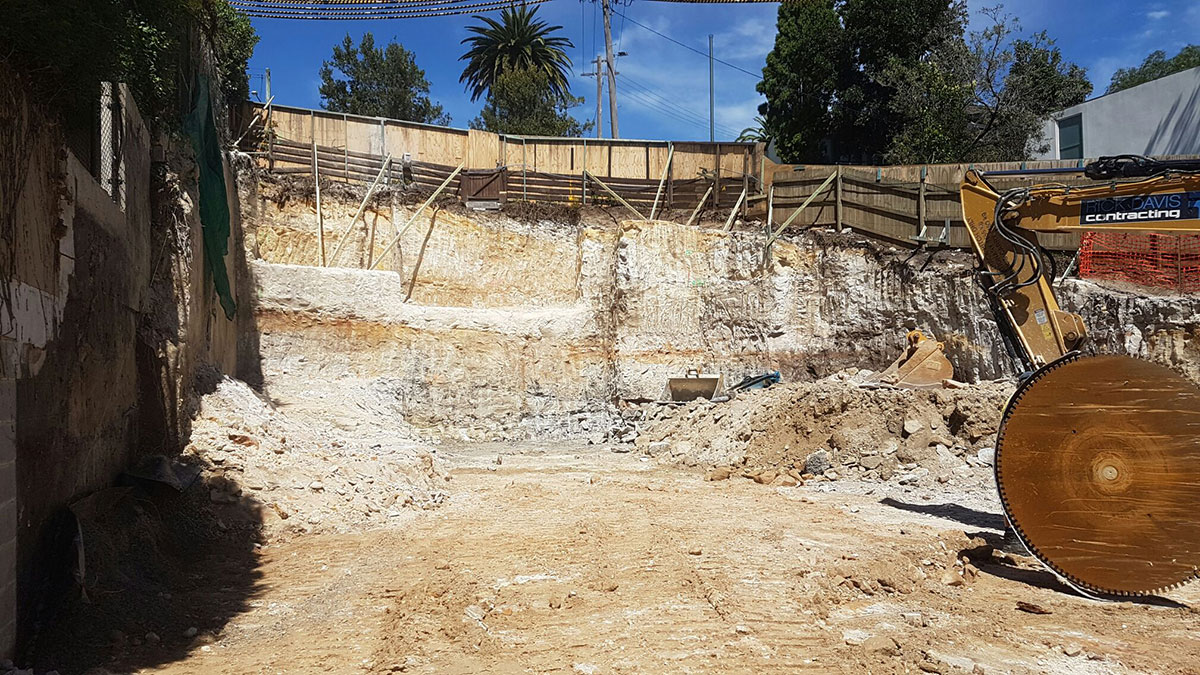 Rick-Davis-Contracting-Rock-Cutting-with-Rock-Saw-Sydney