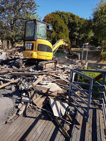 Stu_s-Excavation-and-Tipper-Hire-excavator-removal-deck