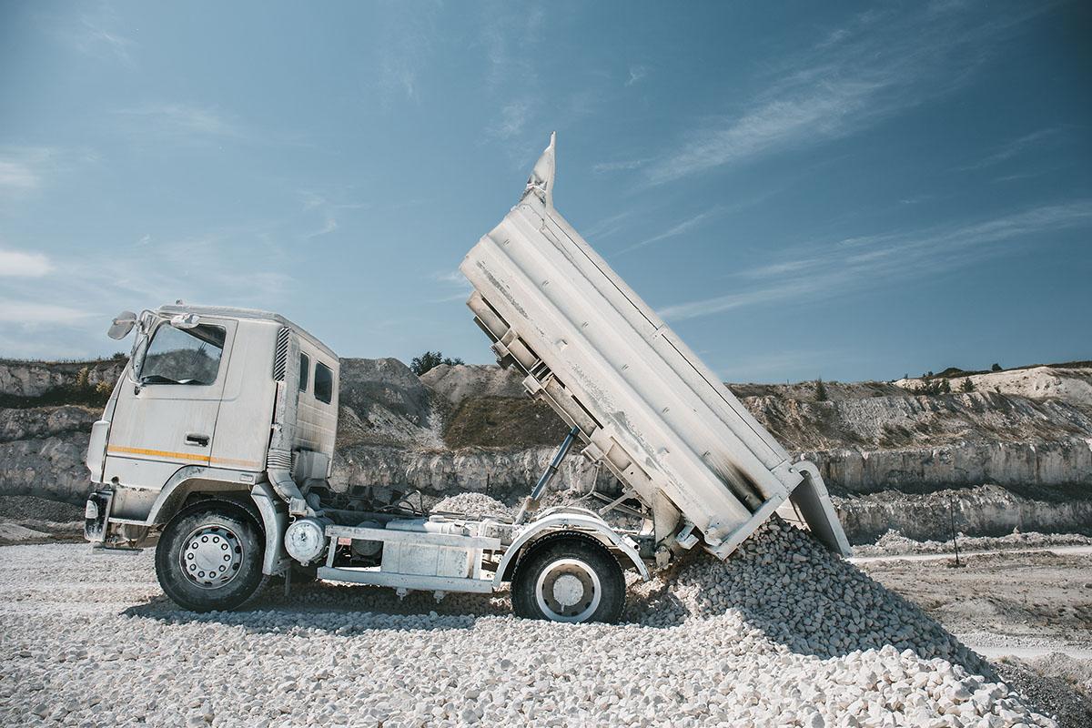Tipper truck tipping materials