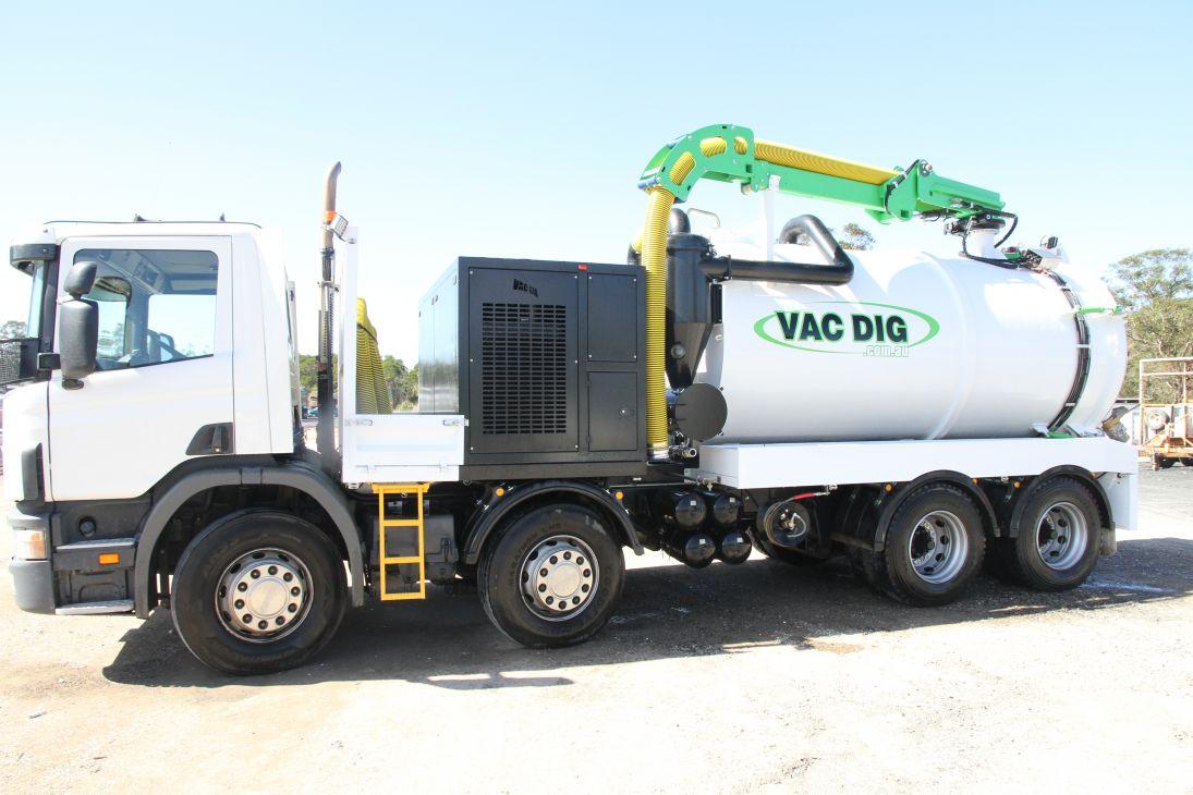 Vac-Dig-Vacuum-tank-with-logo-Australia