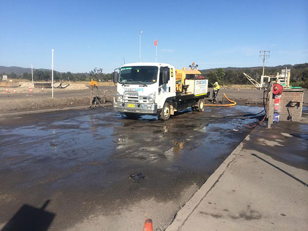 Vacsafe-hydro-excavation-sucker-truck-on-site-new-south-wales-Mudgee