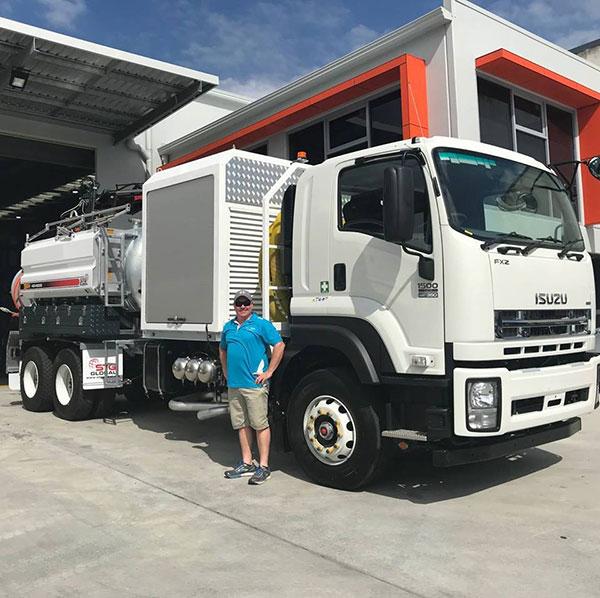 Vacsafe-operator-vac-truck-hire-depot-new-south-wales-8000l-vacuum-truck-hire-mudgee