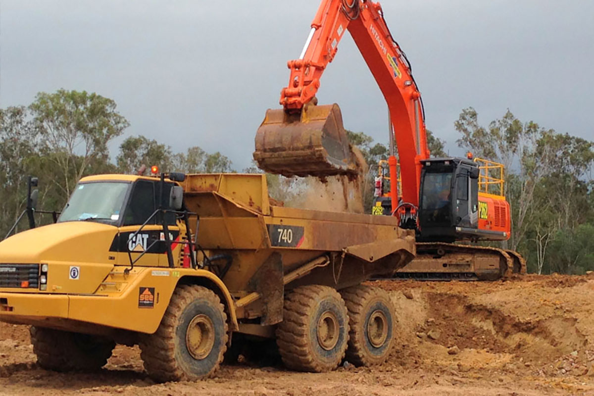 Valley-Earthworks-tipper-and-excavator-Yamba
