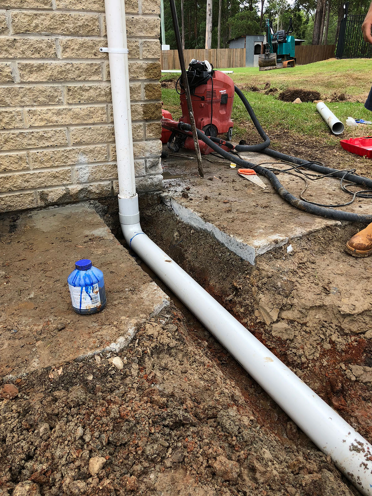 WJS plumbing drain pipe laying