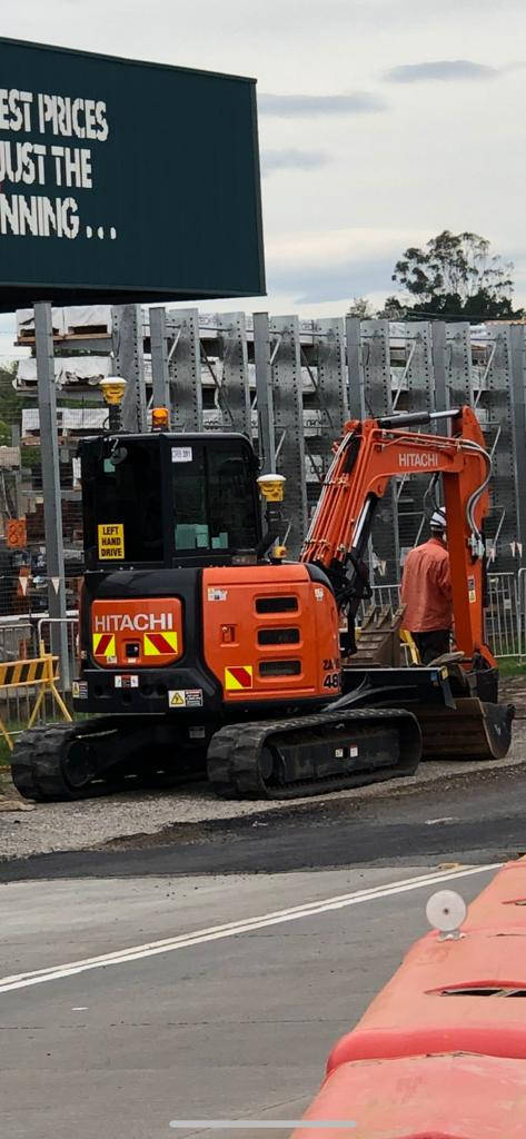 hammond-earthmoving-hitachi-excavator-hire-brisbane