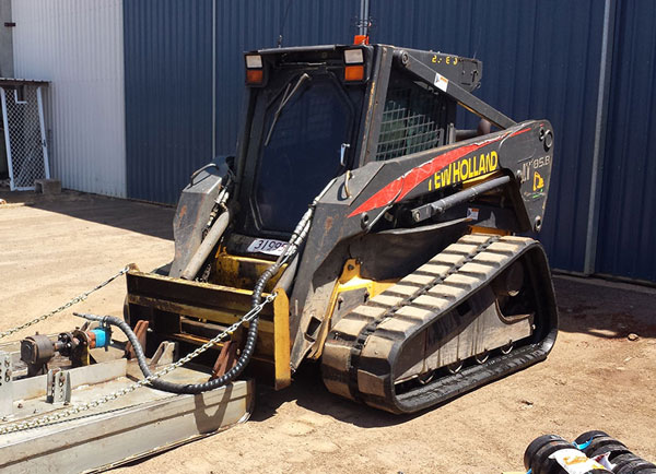 Hawe Earthmoving Kubota SVL 90- 2016 Tracked Loader for hire Bundaberg