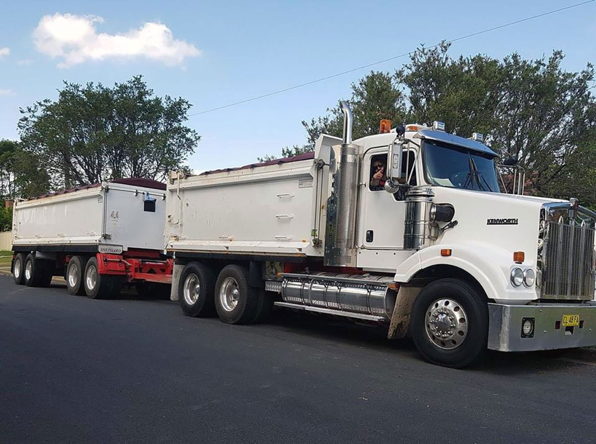 load-and-go-kenworth-4800-for-hire