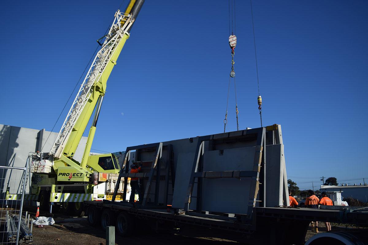 Project Cranes & Rigging mini crawler crane hire Melbourne