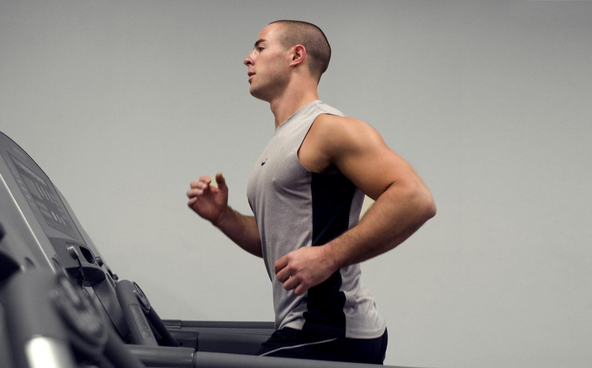 runner on treadmill educated running