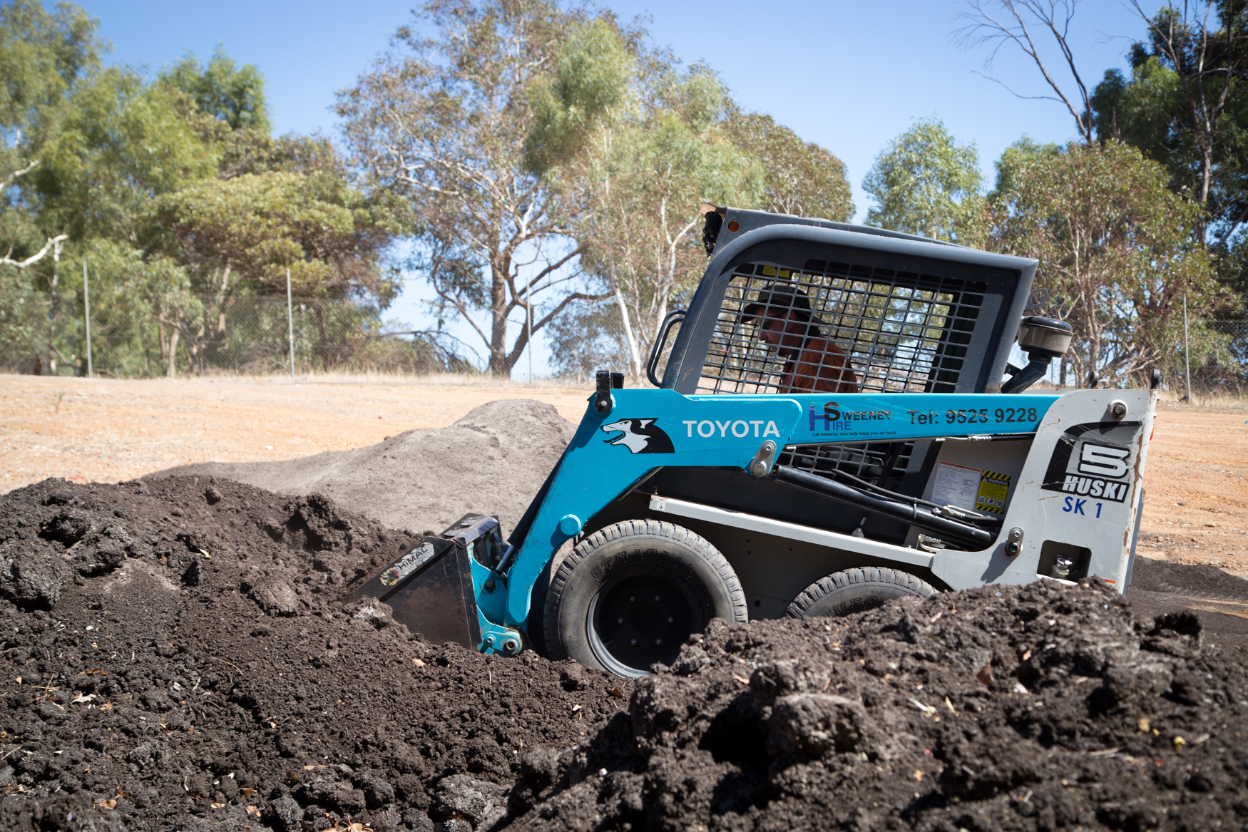 how to operate a skid steer