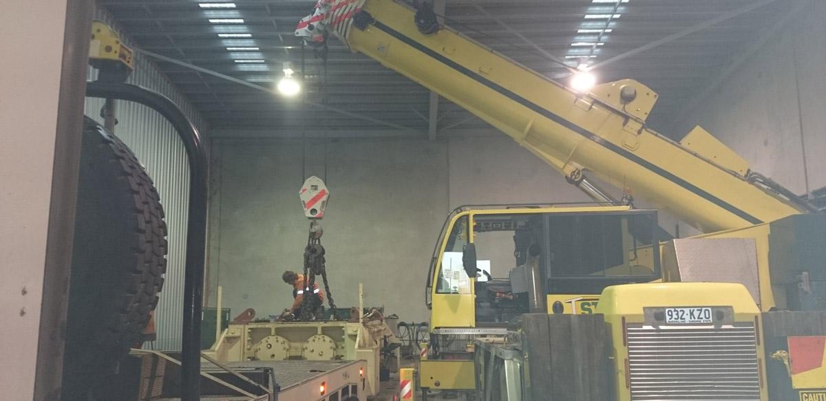 55t crane lifting crusher