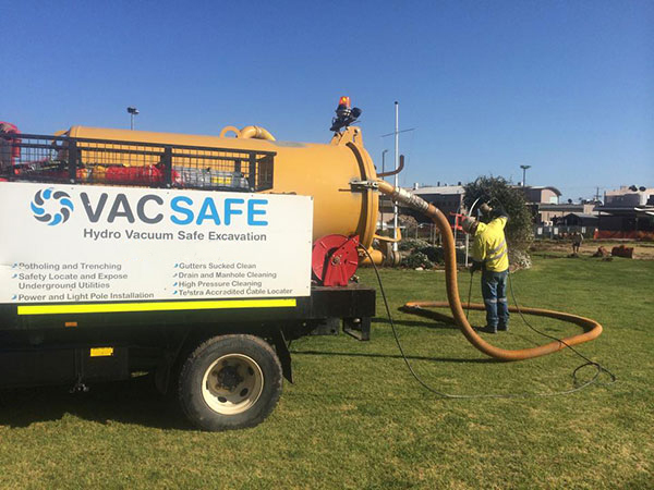 Vacsafe-vac-truck-non-desttuctive-digging-operator-new-south-wales-water-jetting-mudgee