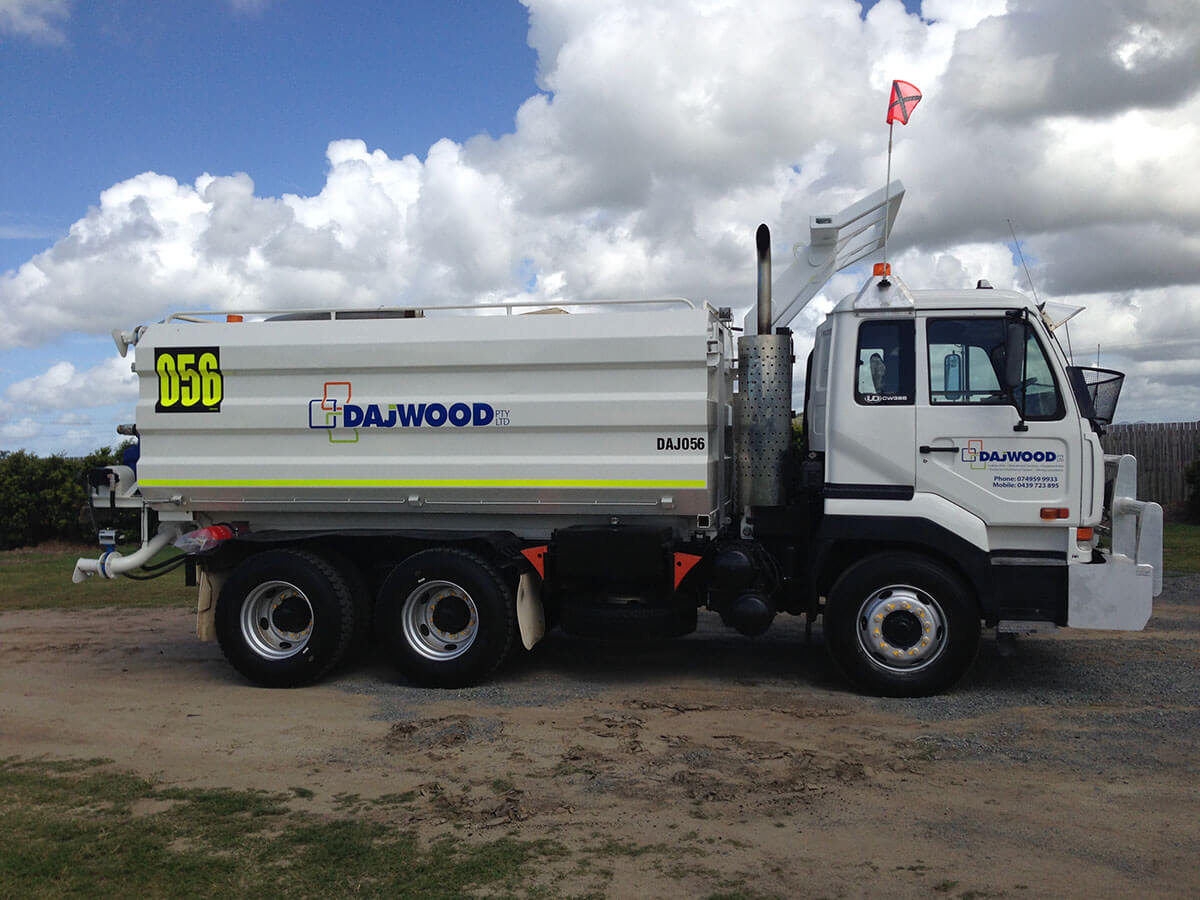 NISSAN CW385 WATER TRUCK FOR HIRE