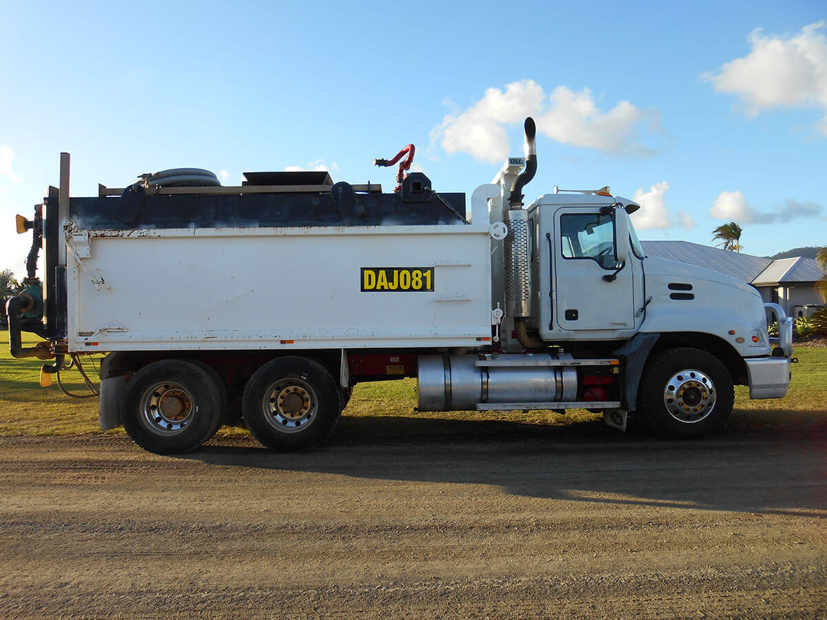 MACK VISION TANDEM TIPPER & WATER TRUCK FOR HIRE